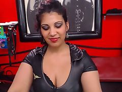 SubBitch4U's live sex cam chat