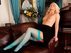 Olivia Jayne in Busty Blonde - Anilos