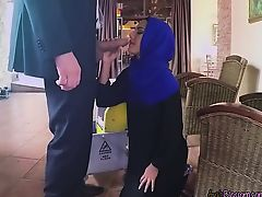 Gorgeous Arab Maid Apolonia Blows Hung Boss