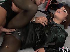 Stunning Veronica milks a hard cock dry