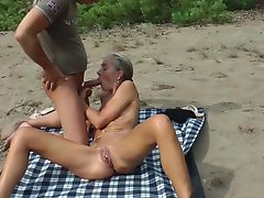 Sex im Sand - Hot German Love Dolls